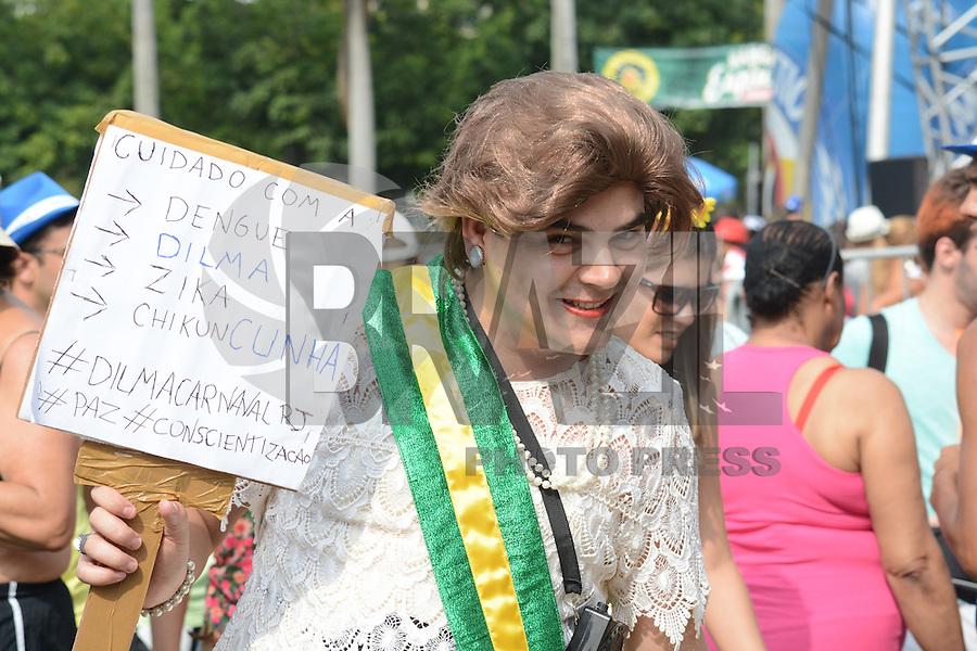 RIO DE JANEIRO, RJ, 07,02.2016 - CARNAVAL-RJ - Foliões se divertem no bloco Bangalafumenga do centro do Rio de Janeiro na manhã deste domingo, 07. (Foto: Jorge Hely/Brazil Photo Press)