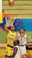 BUCARAMANGA -COLOMBIA, 26-03-2013. Trocha Morelos de Búcaros y Jeff Jahnbullen de Piratas durante partido de la fecha 20 de la Liga DirecTV de baloncesto profesional colombiano disputado en la ciudad de Bucaramanga. /  Trocha Morelos of Bucaros and Jeff Jahnbullen during a game of the date 20 of the DirecTV League of professional Basketball of Colombia at Bucaramanga city. (Photo:VizzorImage / Jaime Moreno / STR).......................