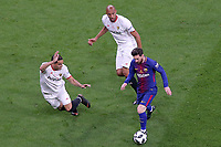 Sevilla FC's Gabriel Mercado (l) and Steven N'Zonzi (c) and FC Barcelona's Leo Messi during Spanish King's Cup Final match. April 21,2018. (ALTERPHOTOS/Acero)