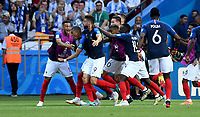 KAZAN - RUSIA, 30-06-2018: Jugadores de Francia celebran después de anotar el cuarto gol a Argentina durante partido de octavos de final por la Copa Mundial de la FIFA Rusia 2018 jugado en el estadio Kazan Arena en Kazán, Rusia. / Players of France celebrate after scoring the fouth goal to Argentina during match of the round of 16 for the FIFA World Cup Russia 2018 played at Kazan Arena stadium in Kazan, Russia. Photo: VizzorImage / Julian Medina / Cont