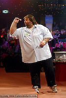 11 January, 2004: Kent publican ANDY FORDHAM prepares to throw a dart during the World Professional Darts Championships Final, Fordham beat King 6 - 3, Lakeside, Frimley Green, Surrey,  Photo: Neil Tingle/Action Plus...throws player 040111