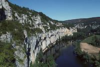 Europe/France/Midi-Pyrénées/46/Lot/Vallée du Lot/Saint-Cirq-Lapopie: La vallée du Lot
