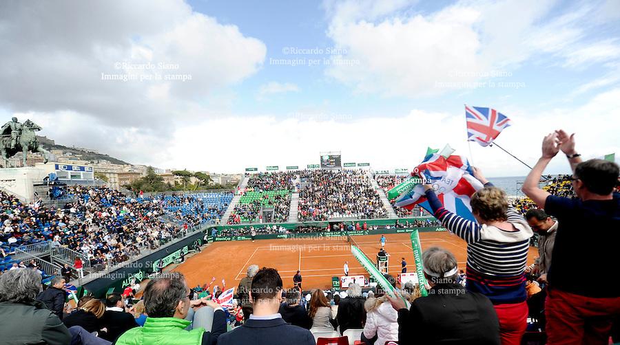 - NAPOLI 4 APR -   Prima giornata della sfida di Coppa Davis tra Italia e Gran Bretagna, nella foto   l'incontro tra Fabio Fognini e James Ward