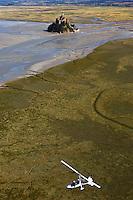 France, Manche (50), Baie du Mont-Saint-Michel, classée Patrimoine Mondial de l'UNESCO, : France, Manche (50), Autogyre autour du Mont Saint Michel (vue aérienne)  // France, Manche, Bay of Mont Saint Michel, listed as World Heritage by UNESCO, France, Manche, Mont Saint Michel, autogyre , Gyrocopter  around Mont Saint Michel (aerial view)