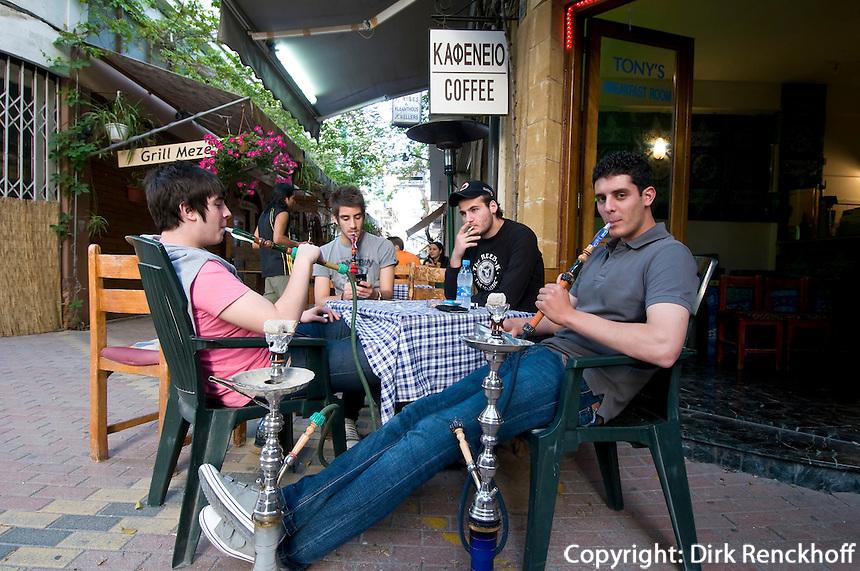 Zypern (Süd), Nicosia (Lefkosia), Café in Leiki Gitonia, Wasserpfeife
