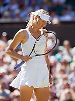 24-6-09, England, London, Wimbledon, Maria Sharapova  is gefrustreerd in haar twee partij die zij verliest