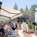 Principality of Monaco, on the French Riviera (Côte d'Azur), district Monte Carlo: Brasserie le Café de Paris and Opéra de Monte-Carlo with the Casino Monte-Carlo | Fuerstentum Monaco, an der Côte d'Azur, Stadtteil Monte Carlo: Brasserie le Café de Paris und die Opéra de Monte-Carlo mit dem Casino Monte-Carlo