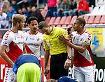 Nederland, Utrecht, 5 april 2015<br /> Eredivisie<br /> Seizoen 2014-2015<br /> FC Utrecht-Ajax (1-1)<br /> Ramon Leeuwin van FC Utrecht haalt verhaal bij scheidsrechter Pol van Boekel die hem zojuist een rode kaart heeft gegeven