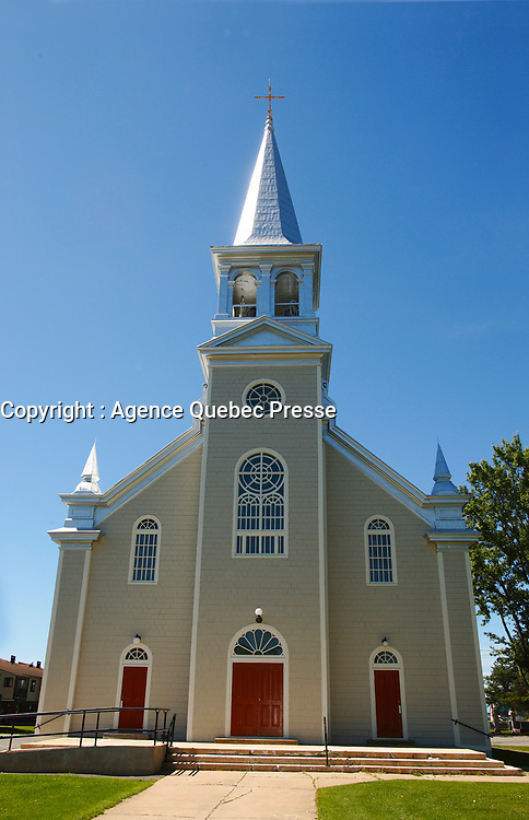 Church of St-Michel des Saints where the main employer Louisiana Pacific recently shut down its two plants, because of wood low price, strond Canadian Dollar and increased cutting fees inposed by Quebec Government.<br /> (c) Pierre Roussel