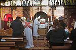 Nederland, Utrecht, 05-01-2011, Gebedsdienst aan de vooravond van de kerstviering volgens de Koptische jaartelling.Politie bewaking voor de kerk n.a.v bedreiging van Moslim extremisten..foto Michael Kooren/HH