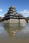 Japan, Chūbu (Central Honshu), Nagano Prefecture, Matsumoto: Matsumoto-jo (wooden castle) | Japan, Chūbu (Zentral Honshu), Nagano Praefektur, Matsumoto: Burg Matsumoto-jo