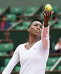 Venus Williams (USA) struggles against Anna Schmiedlova (SVK), splitting the first two sets
