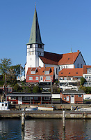 Fischereihafen und Nikolai-Kirche in Rønne, Insel Bornholm, Dänemark, Europa<br /> Fishing port and Nikolai church, Roenne, Isle of Bornholm, Denmark