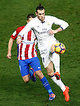 Atletico de Madrid's Gabi Fernandez (l) and Real Madrid's Garet Bale during La Liga match. November 19,2016. (ALTERPHOTOS/Acero)