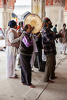Jaipur, Rajasthan, India.  Worshipers Singing at the Govind Devji Hindu Temple.
