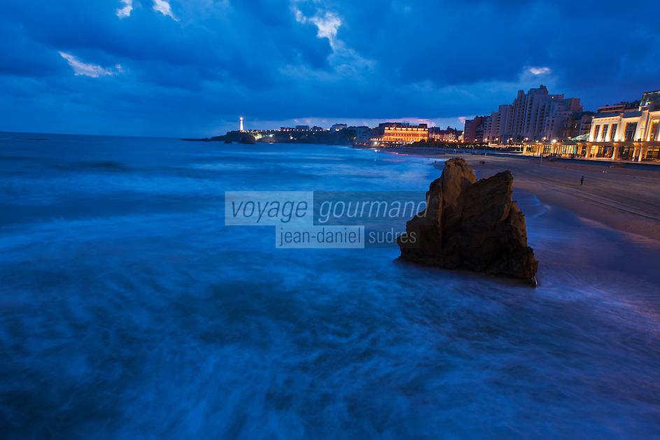 Europe/France/Aquitaine/64/Pyrénées-Atlantiques/Pays-Basque/Biarritz: La Grande Plage et le Casino de style Art déco,