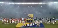 PALMIRA - COLOMBIA, 20-11-2019: Jugadores del Cali y America durante los actos protocolarios previo al partido entre Deportivo Cali y América de Cali por la fecha 4, cuadrangulares semifinales, de la Liga Águila II 2019 jugado en el estadio Deportivo Cali de la ciudad de Palmira. / Players of Cali and America during the formal events prior the match between Deportivo Cali and America de Cali for the date 4, quadrangulars semifinals, as part of Aguila League II 2019 played at Deportivo Cali stadium in Palmira city. Photo: VizzorImage / Gabriel Aponte / Staff