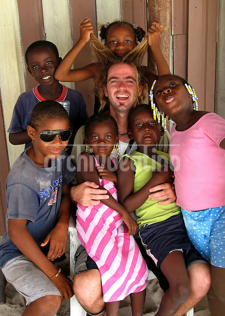 Playing with the kids, in Chachauate Cay, Honduras on October 12, 2007..Born in Argentina, photographer Ivan Pisarenko in 2005  decided to ride his motorcycle across the American continent. While traveling Ivan is gathering an exceptional photographic document on the more diverse corners of the region. Archivolatino will publish several stories by this talented young photographer..Closer look at  Ivan's page www.americaendosruedas.com....