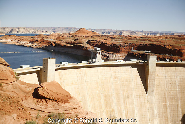 CLOSE UP OF GLEN CANYON DAM AND SURROUNDING LANDSCAPE