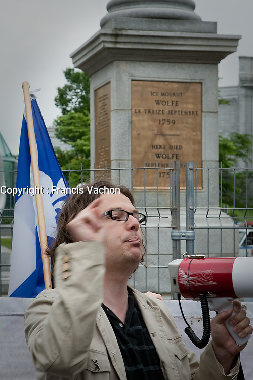 """RRQ (Reseau de resistance de Quebec - Quebec Resistance network) leader Patrick Bourgeois gestures as he speaks during a protest in front of Wolfe's monument on the Plains of Abraham in Quebec city July 1, 2009. The RRQ held their annual protest against Canada by collecting Canada flags to """"send them back to the sender"""".<br /> <br /> PHOTO :  Francis Vachon - Agence Quebec Presse"""