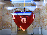 Italy. Veneto region. Venice. Punta della Dogana. The center for contemporary arts. As a center for contemporary art, the former customs house of the city presents a permanent exhibition of works from the François Pinault Collection. Art piece from Jeff Koons. Hanging Heart, 1994-2006. High-chromium stainless steel with colored coating. Size 269,2 x 216 x 101,6 cm. 4.10.2011 © 2011 Didier Ruef