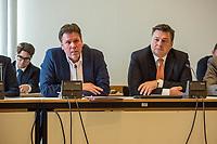Sondersitzung Innenausschuss des Berliner Abgeordnetenhauses am Montag den 17. September 2018.<br /> Die Oppositionsfraktionen CDU und FDP hatten die Sitzung beantragt, da sie die Ernennung der frueheren Polizei-Vizepraesidentin Margarete Koppers zur Generalstaatsanwaeltin scharf kritisieren. Dem InnensenatorAndreas Geisel (SPD) wird vorgeworfen, ein Disziplinarverfahren gegen die fruehere Polizei-Vizepraesidentin unterbunden zu haben. Gegen Koppers laufen Ermittlungen Wegen der vergifteten Polizei-Schiessstaende. Ihr wird vorgeworfen, als Polizei-Vizepraesidentin zu wenig gegen die schadstoffbelasteten Schiessstaende getan zu haben. Erst Anfang September starb ein Schiesstrainer.<br /> Im Bild vlnr.: Staatssekretaer der Senatsinnenverwaltung Torsten Akmann; Innensenator Andreas Geisel.<br /> 17.9.2018, Berlin<br /> Copyright: Christian-Ditsch.de<br /> [Inhaltsveraendernde Manipulation des Fotos nur nach ausdruecklicher Genehmigung des Fotografen. Vereinbarungen ueber Abtretung von Persoenlichkeitsrechten/Model Release der abgebildeten Person/Personen liegen nicht vor. NO MODEL RELEASE! Nur fuer Redaktionelle Zwecke. Don't publish without copyright Christian-Ditsch.de, Veroeffentlichung nur mit Fotografennennung, sowie gegen Honorar, MwSt. und Beleg. Konto: I N G - D i B a, IBAN DE58500105175400192269, BIC INGDDEFFXXX, Kontakt: post@christian-ditsch.de<br /> Bei der Bearbeitung der Dateiinformationen darf die Urheberkennzeichnung in den EXIF- und  IPTC-Daten nicht entfernt werden, diese sind in digitalen Medien nach §95c UrhG rechtlich geschuetzt. Der Urhebervermerk wird gemaess §13 UrhG verlangt.]