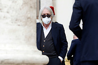 Film director Enrico Vanzina  during the funeral of the Italian actor Gigi Proietti. The actor was taken to the Globe Theatre for a short ceremony before the one in the church of Artist in Piazza del popolo.<br /> Rome (Italy), November 5th 2020<br /> Photo Samantha Zucchi Insidefoto