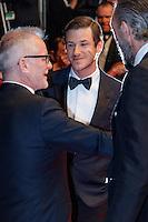 Gaspard Ulliel Vincent Cassel Thierry Fremaux quittent le Palais des festivals après la projection du film 'Juste la fin du monde' lors du 69ème Festival du Film à Cannes le jeudi 19 mai 2016.