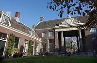 Nederland Haarlem - 2020. Het Teylers Hofje. Het Teylers Hofje is gebouwd in 1787 en gesticht uit de nalatenschap van Pieter Teyler van der Hulst  . Foto  ANP/ HH / Berlinda van Dam
