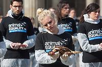 """Aus Protest gegen die industrielle Nutzung von Tieren halten am Dienstag den 25. Maerz 2014 vor dem Brandenburger Tor 100 Menschen 100 tote Huehner, Fische, Ferkel, Gaense und Laemmer in den Haenden.<br />Ziel der Aktion war es, """"zu verdeutlichen, dass Tiere keine Produkte sondern empfindsame Lebewesen mit einem Recht auf Leben sind"""" so die Organisatoren von der Tierrechtsorganisation Animal Equality.<br />Im Bild: Eine Teilnehmerin der Aktion haelt ein totes Huhn in den Haenden.<br />25.3.2014, Berlin<br />Copyright: Christian-Ditsch.de<br />[Inhaltsveraendernde Manipulation des Fotos nur nach ausdruecklicher Genehmigung des Fotografen. Vereinbarungen ueber Abtretung von Persoenlichkeitsrechten/Model Release der abgebildeten Person/Personen liegen nicht vor. NO MODEL RELEASE! Don't publish without copyright Christian-Ditsch.de, Veroeffentlichung nur mit Fotografennennung, sowie gegen Honorar, MwSt. und Beleg. Konto:, I N G - D i B a, IBAN DE58500105175400192269, BIC INGDDEFFXXX, Kontakt: post@christian-ditsch.de]"""