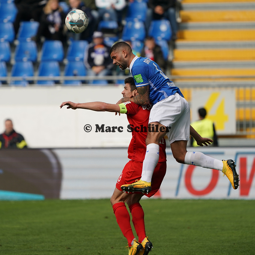 Victor Palsson (SV Darmstadt 98) gegen Anthony Losilla (VfL Bochum) - 07.03.2020: SV Darmstadt 98 vs. VfL Bochum, Stadion am Boellenfalltor, 2. Bundesliga<br /> <br /> DISCLAIMER: <br /> DFL regulations prohibit any use of photographs as image sequences and/or quasi-video.