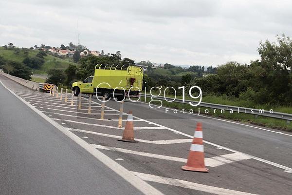 Campinas (SP), 13/01/2020 - Estradas - Alça de acesso para a cidade de Valinhos, pela rodovia Magalhaes Teixeira, amanheceu fechada nesta manha de segunda-feira (13)