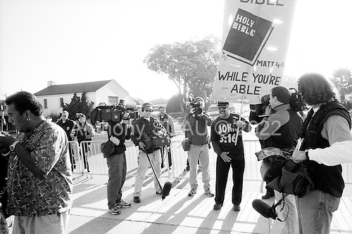 Santa Maria, California.USA.April 2005..Billy Bible preaches out against Michael Jackson amid Jackson supporters at the Santa Maria courthouse where Mr. Jackson is being tried for child abuse...Mr. Jackson, 46, denies all 10 charges against him, including child abuse. He faces up to 20 years in jail if convicted on all charges.