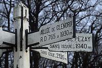 Europe/France/Centre/41/Loir-et-Cher/Forêt de Russy/Environ de Saint-Gervais-la-Forêt : Pancarte d'indication des chemins forestiers