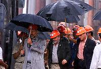 O presidente Luiz Inacio Lula da Silva e recebido com fotes chuvas durante visita para inauguracao da expansao da fabrica da Alunorte Alumina do Norte do Brasil SA uma das 5 maiores prdutoras de alumina do mundo <br />Barcarena Para Brasil<br />04/04/2003<br />Foto Paulo santos/Interfoto
