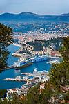 Frankreich, Provence-Alpes-Côte d'Azur, Nizza: im Vordergrund der Hafen Port Lympia | France, Provence-Alpes-Côte d'Azur, Nice: at foreground Port Lympia