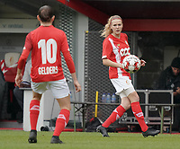 Standard's Merel Bormans (4) gets ready for a throw in during a female soccer game between Standard Femina de Liege and KRC Genk Ladies  on the third matchday of the 2020 - 2021 season of Belgian Womens Super League , Saturday 3 rd of October 2020  in Liege , Belgium . PHOTO SPORTPIX.BE   SPP   SEVIL OKTEM