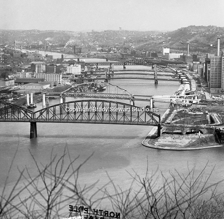 Pittsburgh PA:  View of the bridges across the Allegheny River.  Manchester, Fort Duquesne, 6th, 7th, 9th Street, Fort Wayne Railroad, and 16th Street Bridges