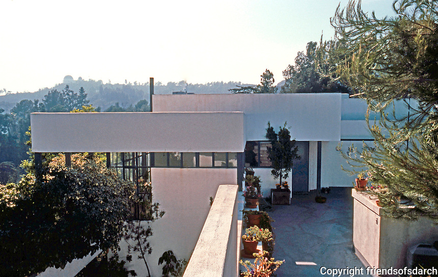 Richard Neutra: Lovell House from street. Photo '82.