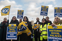 Members of the PCS Trade union employed at Royal Palaces go on strike over changes to their pension provision. The picket line at the Tower of London. 21-12-18
