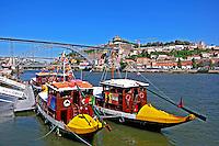 Barcos no Rio Douro, cidade do Porto. Portugal. 2010. Foto de Vinicius Romanini.