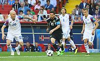 Lionel Messi (Argentinien, Argentina) gegen Emil Hallfredsson (Island, Iceland), Birkir Bjarnason (Island, Iceland), Alfred Finnbogason (Island, Iceland) - 16.06.2018: Argentinien vs. Island, Spartak Stadium Moskau