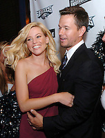 Actors Elizabeth Banks, L, and Mark Wahlberg, R, face the media on the red carpet of opening night of Wahlberg's new film Invincible in Philadelphia, Pennsylvania, August 24, 2006. Wahlberg portrays an NFL player on the Philadelphia Eagles in the 1980s. Banks plays Wahlberg's love interest in the film. REUTERS/Bradley C Bower (UNITED STATES)