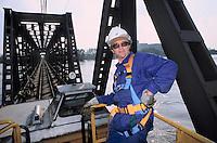 - restoration of the railway bridge on the Po river at Pontelagoscuro after the flood of October 2000 ....- ripristino del ponte ferroviario sul fiume Po a  Pontelagoscuro dopo la piena dell'ottobre 2000