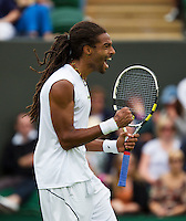 26-06-13, England, London,  AELTC, Wimbledon, Tennis, Wimbledon 2013, Day two, Dustin Brown (GER) defeats Llayton Hewitt (AUS) 64 64 67 62<br /> <br /> <br /> <br /> Photo: Henk Koster
