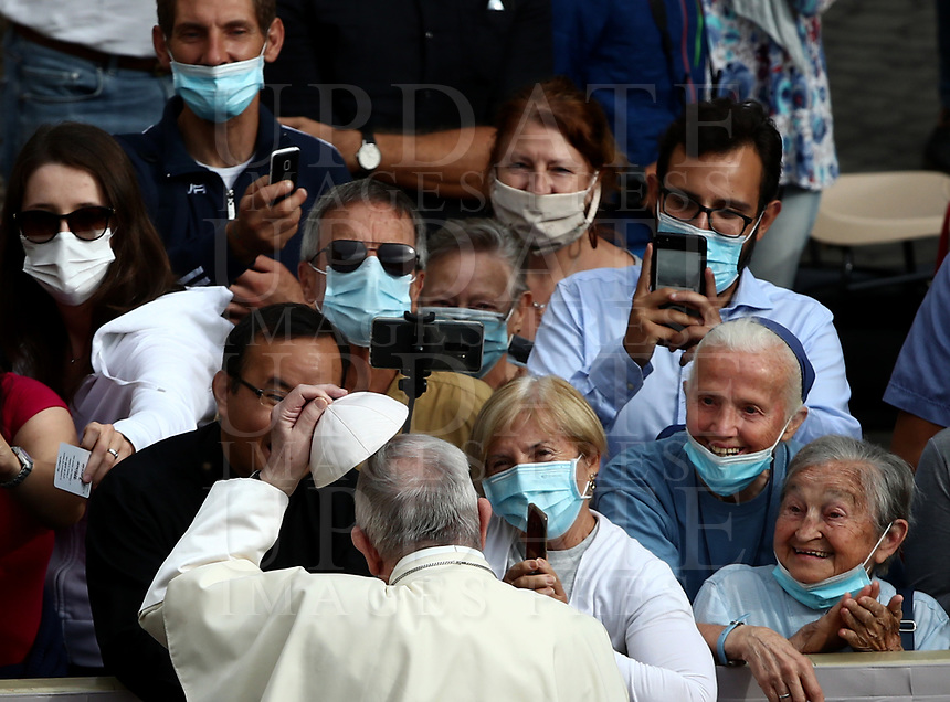 Pope Francis holds a skull cap as he arrives to hold the first limited public audience at the San Damaso courtyard in The Vatican on September 2, 2020 during the COVID-19 infection, caused by the novel coronavirus.<br /> UPDATE IMAGES PRESS/Isabella Bonotto<br /> <br /> STRICTLY ONLY FOR EDITORIAL USE