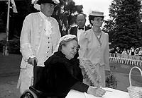 La Lieutenant-Gouverneure  du Quebec, Lise Thibault <br />  dans une reception costumee,<br />  date inconnue <br /> (entre 1997 et 2001)