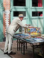 Nederland -  Amsterdam -  2018. De Hallen in Amsterdam West is een centrum voor horeca, ambachten, media en cultuur. De plek waar ooit de eerste elektrische trams in Amsterdam werden onderhouden heeft een nieuw leven gekregen. Tweedehands stripboeken te koop.      Foto Berlinda van Dam / Hollandse Hoogte
