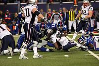 Laurence Maroney (Patriots) wird gestoppt<br /> New York Giants vs. New England Patriots<br /> *** Local Caption *** Foto ist honorarpflichtig! zzgl. gesetzl. MwSt. Auf Anfrage in hoeherer Qualitaet/Aufloesung. Belegexemplar an: Marc Schueler, Am Ziegelfalltor 4, 64625 Bensheim, Tel. +49 (0) 6251 86 96 134, www.gameday-mediaservices.de. Email: marc.schueler@gameday-mediaservices.de, Bankverbindung: Volksbank Bergstrasse, Kto.: 151297, BLZ: 50960101