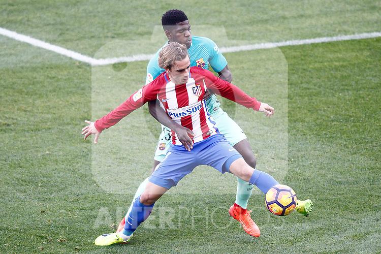 Atletico de Madrid's Antoine Griezmann (f) and FC Barcelona's Samuel Umtiti during La Liga match. February 26,2017. (ALTERPHOTOS/Acero)